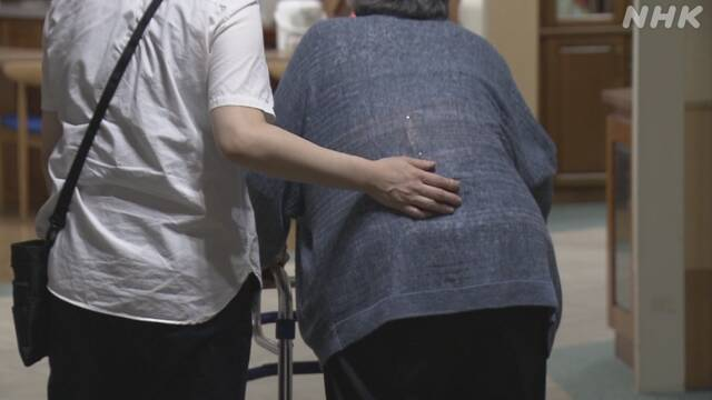 新型コロナ 高齢患者が急増 容体急変と向き合う医療現場では