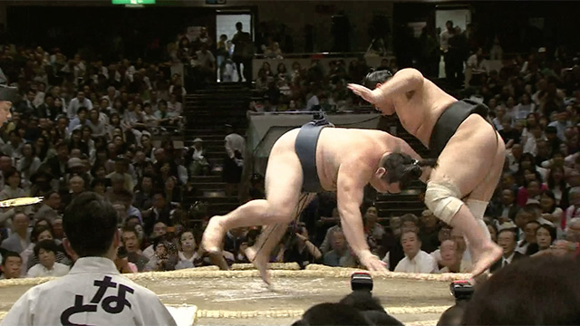 Hikiotoshi/ Hand pull down