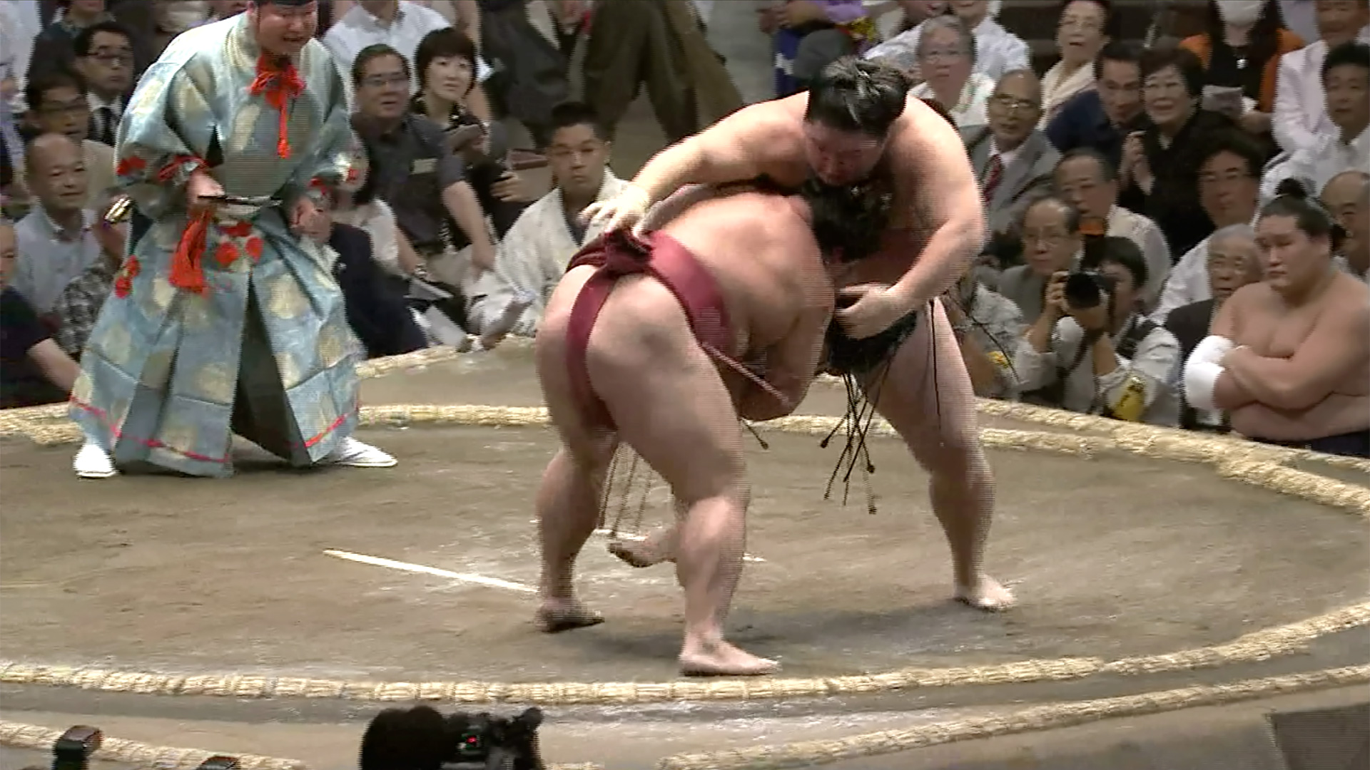 Komatasukui/ Over thigh scooping body drop