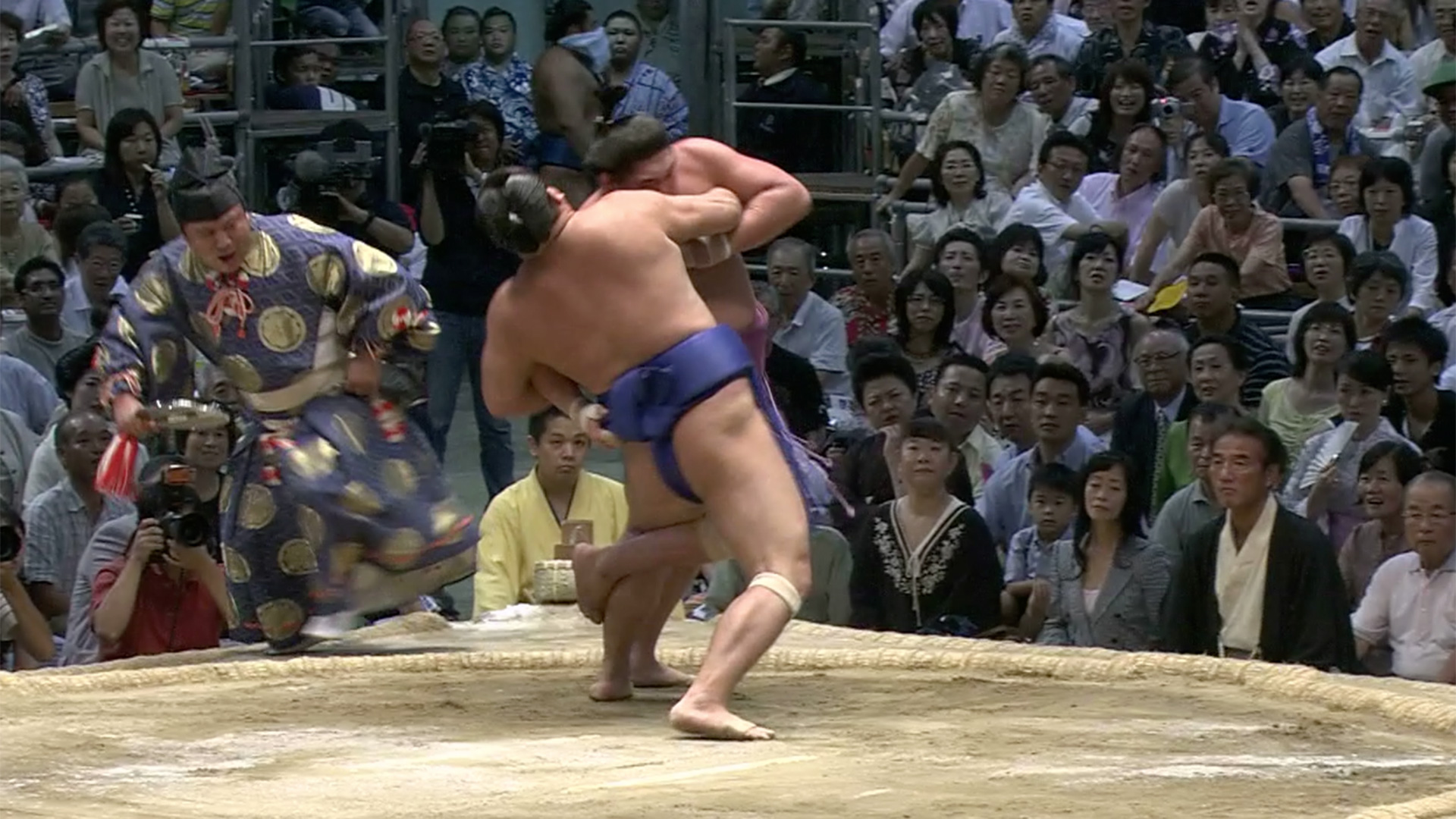 Kawazugake/ Hooking backward counter-throw