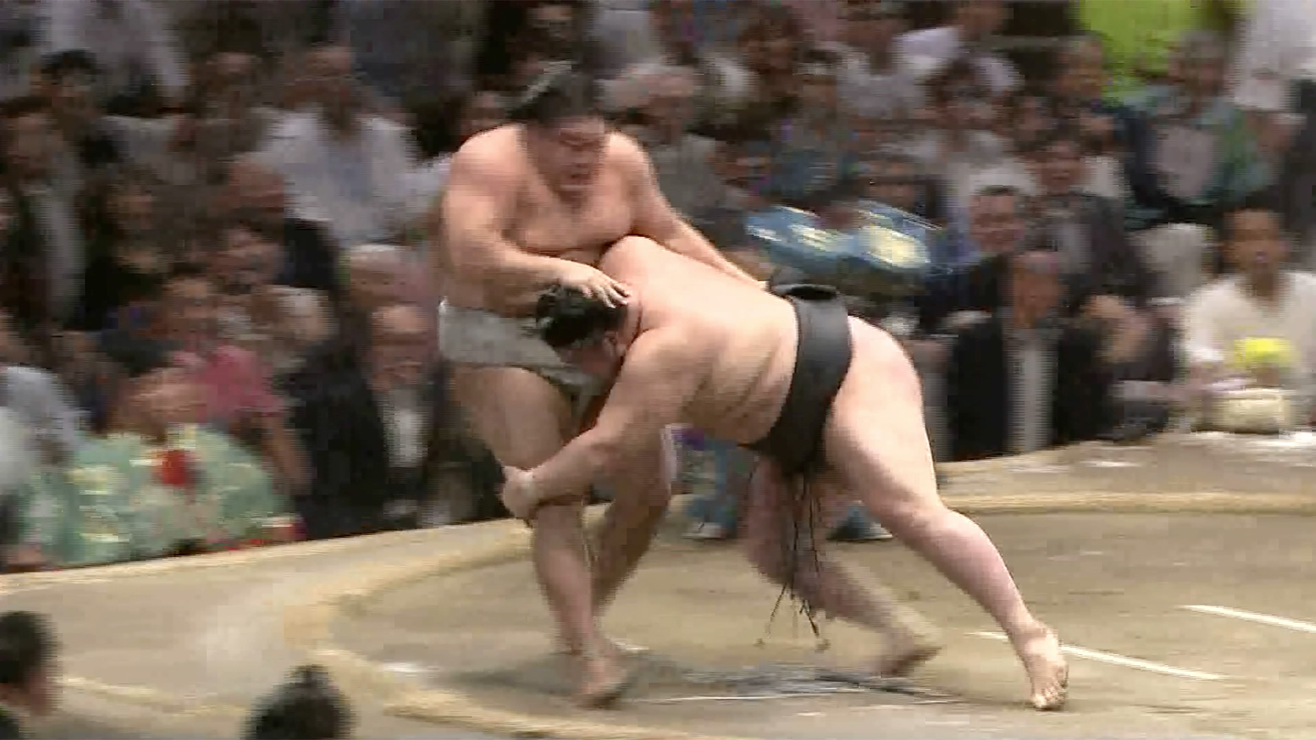 Watashikomi/ Thigh grabbing push down
