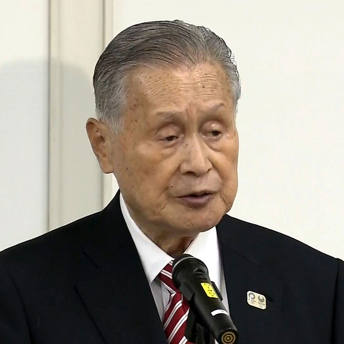 Tokyo Olympic chief apologizes for comments about women