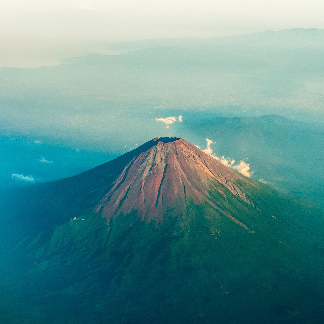 Falling rocks kill woman in Mount Fuji. How can similar incidents be avoided?