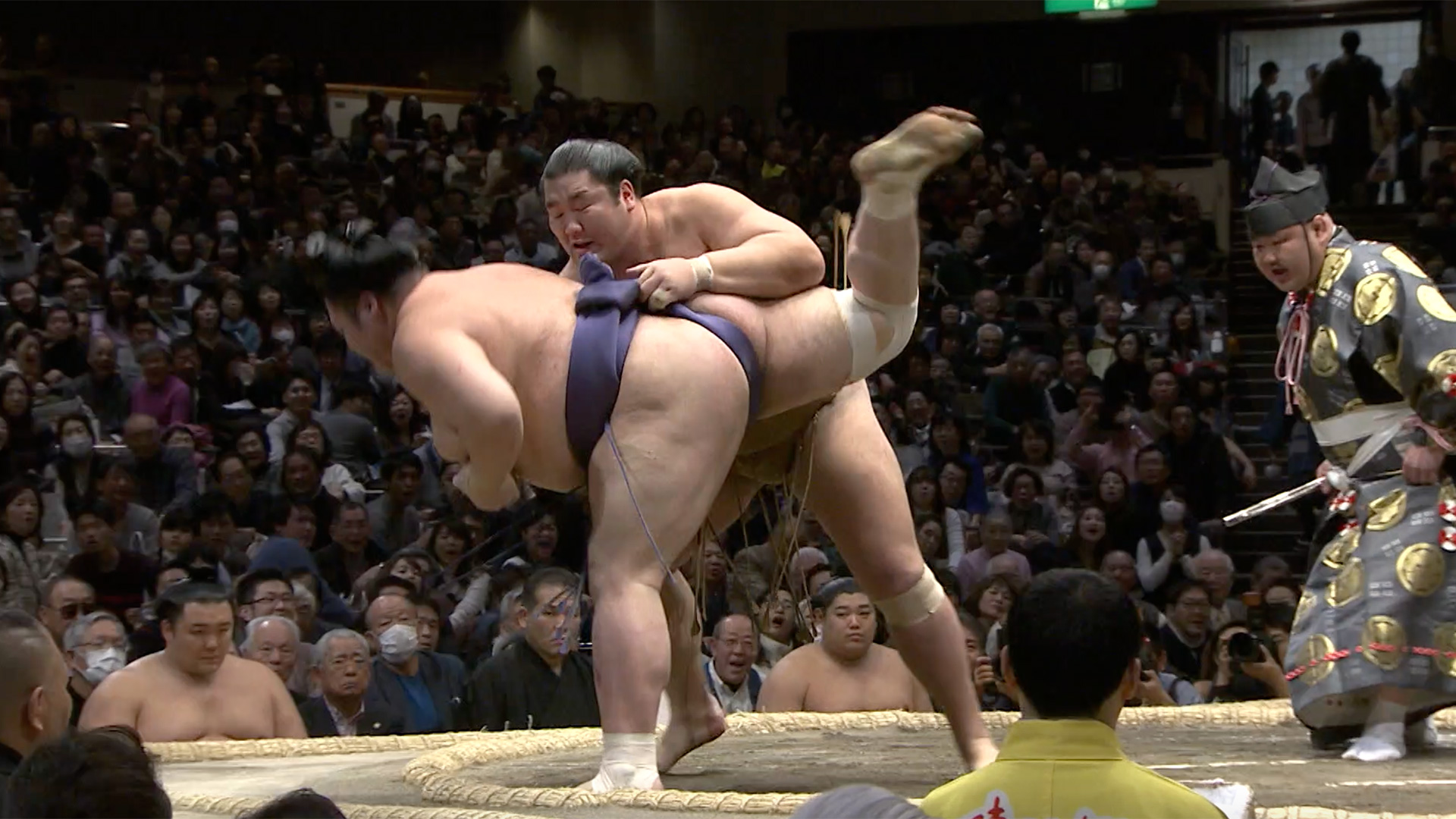Okuri-nage/Rear throw down